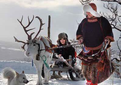 amazing-snowman-aurora-husky-sami-santa