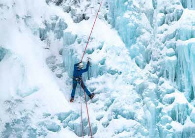 ice-climbing-in-Lyngen